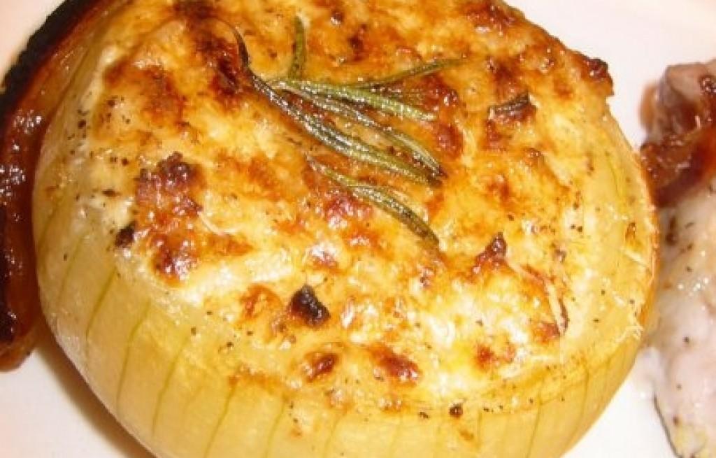 Cebula zapiekana z boczkiem i serem