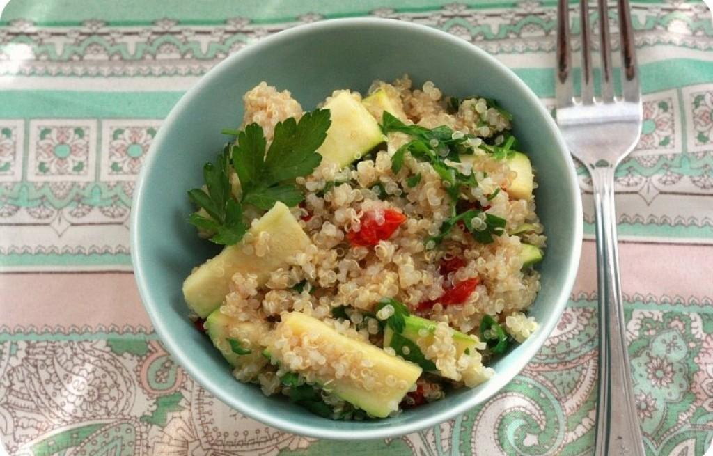 Sałatka cukinii i komosy ryżowej