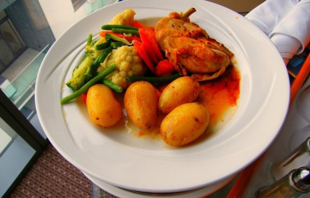 Kurczak z warzywami w sosie paprykowym