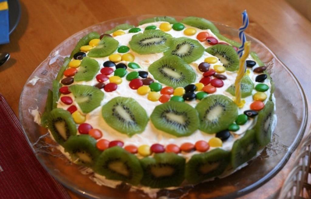 Tort z kiwi i Lentilkami