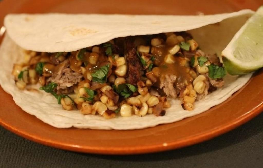 Tortilla z szynką i kukurydzą