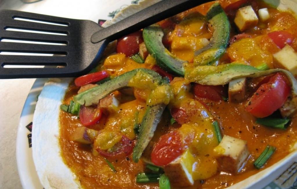 Tortilla z gulaszem warzywnym i tofu