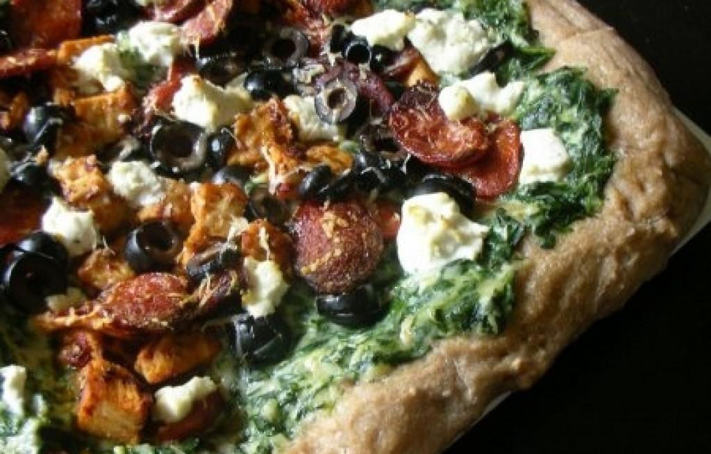 Pizza z kurczakiem serem i szpinakiem