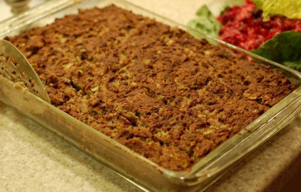 Brokuły zapiekane z serem, krakersami i orzechami