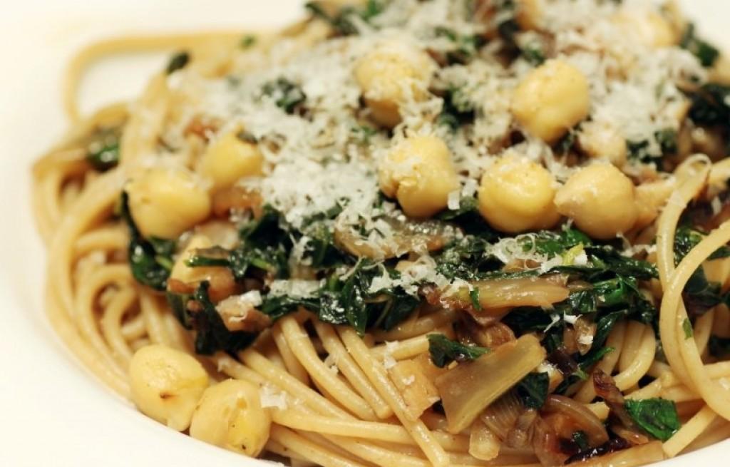 Spaghetti z cieciorką i parmezanem