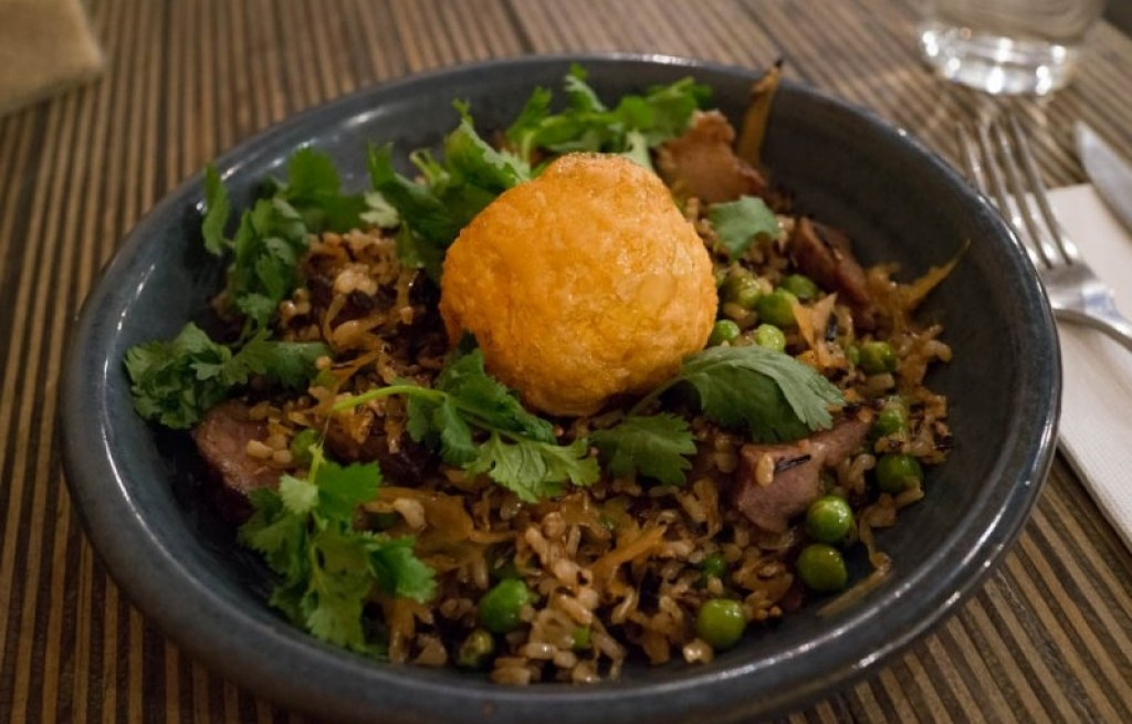 Ryż brązowy z polędwicą i jajkiem
