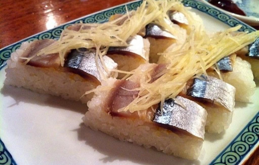 Sushi z makrelą i rzodkiewką