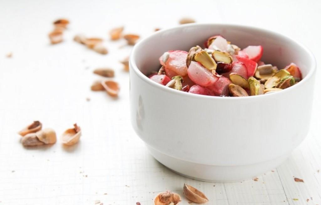 Sałatka z pieczoną rzodkiewką i  owocami