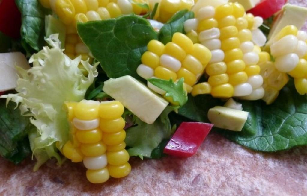Burrito z kukurydzą i kaczanem kapusty