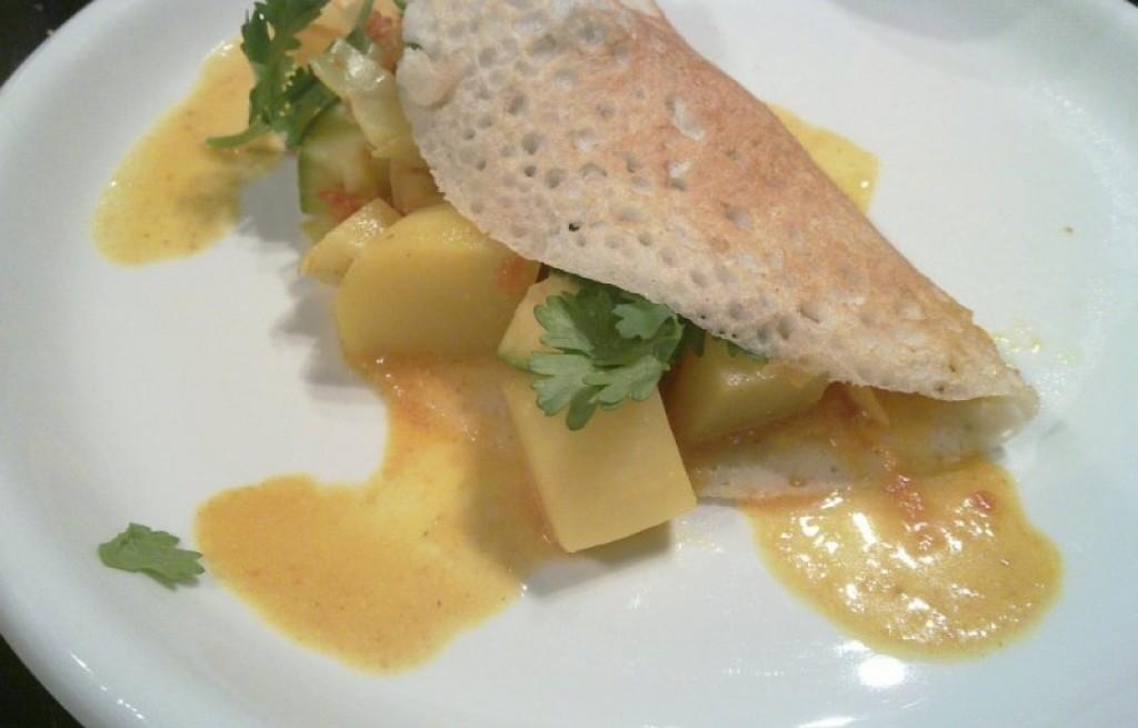 Naleśniki warzywne z melonem i sosem