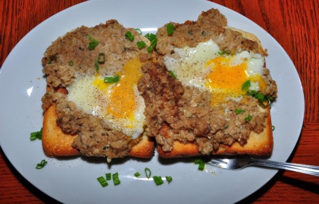 Tosty z ryżem, mięsem i jajkiem
