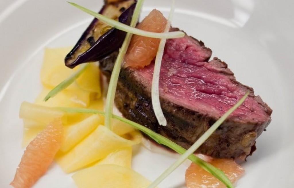 Stek wołowy z pomarańczą, serem i pieczarkami