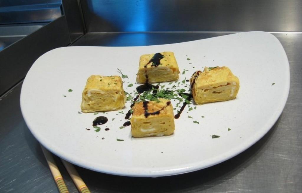Omlet z serem i sosem sojowym