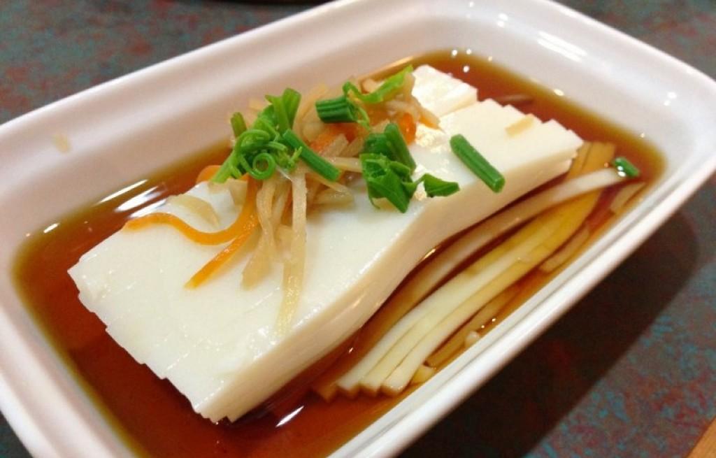Tofu z sosem, selerem i pomarańczą