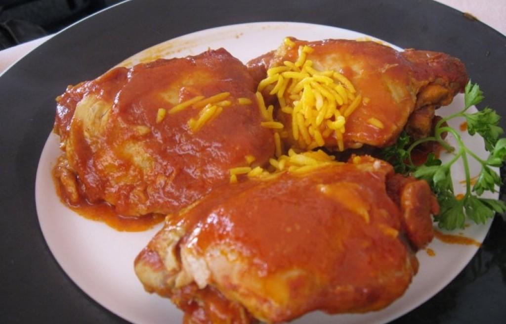 Kurczak w sosie pomidorowym i migdałami