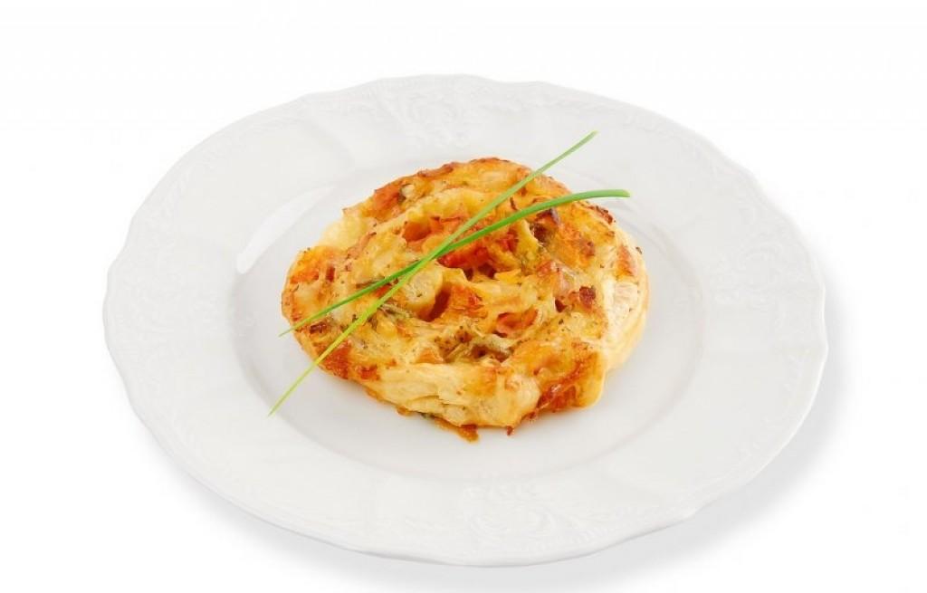Ciasto francuskie z mozzarellą i szynką