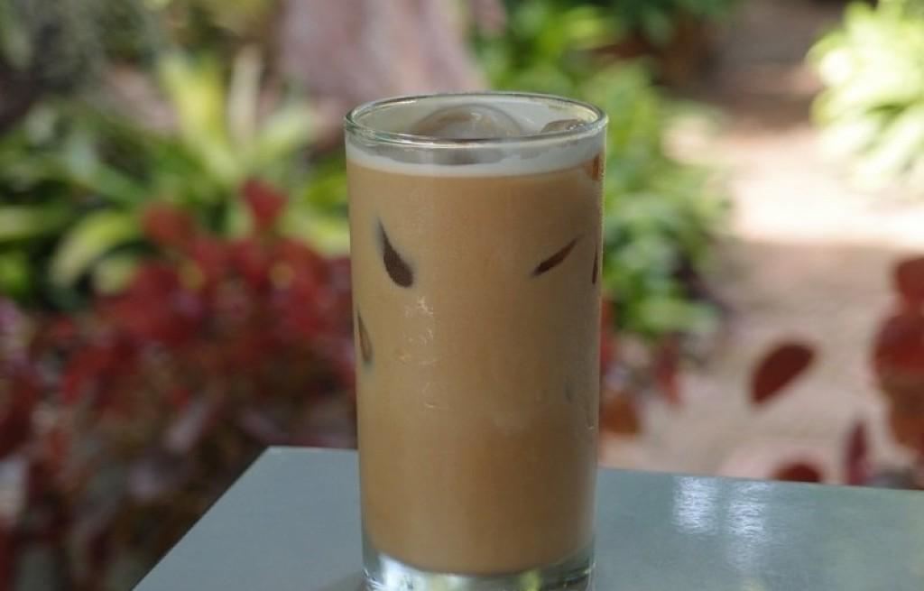 Kawa mrożona z mięta i śmietanką