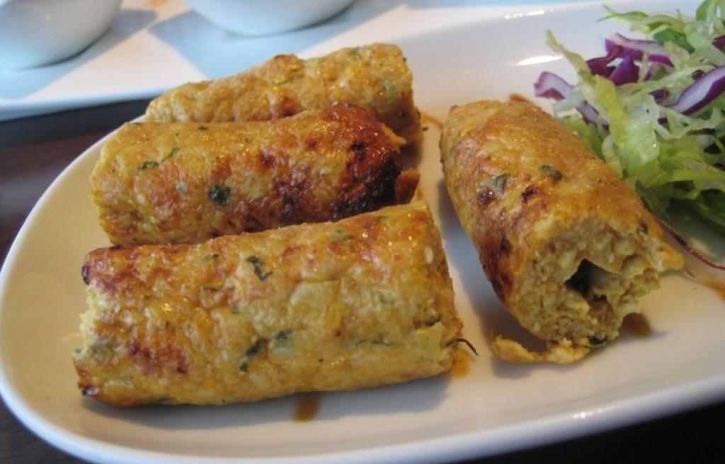 Rolada z kurczaka, jajek i placków tortilli