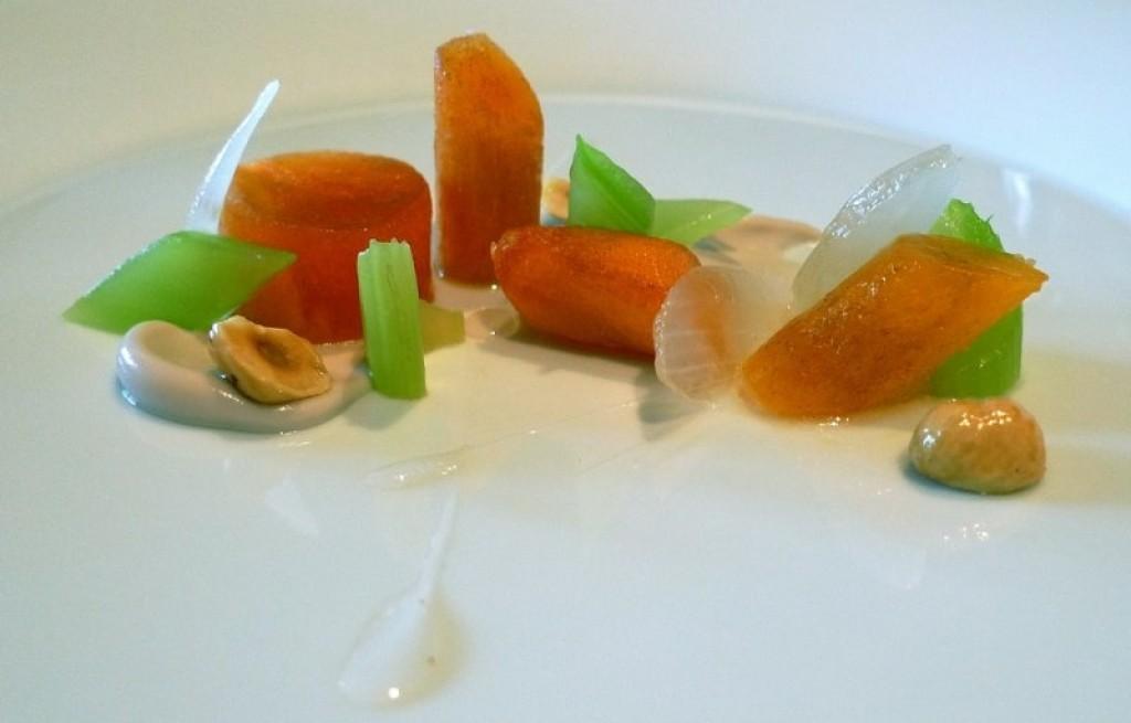 Sałatka z owocami persimony i syropem
