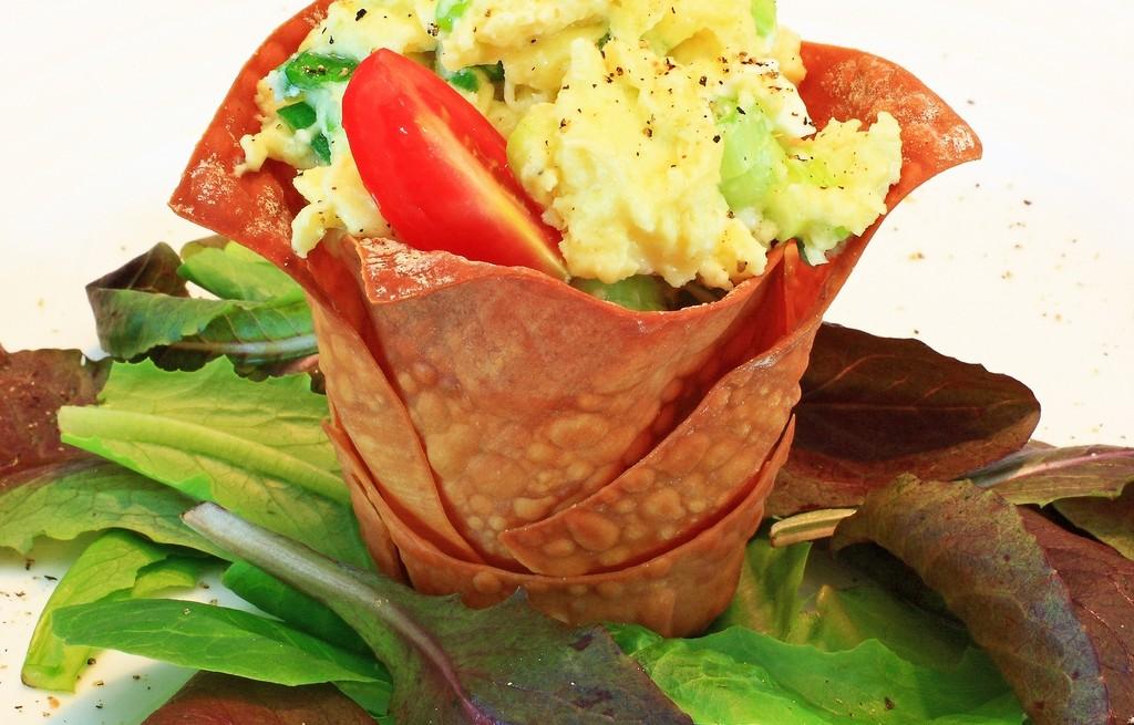 Kielich z warzywami i jajecznicą