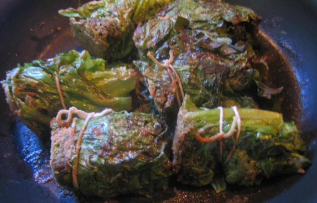 Gołąbki mięsne z sałatą