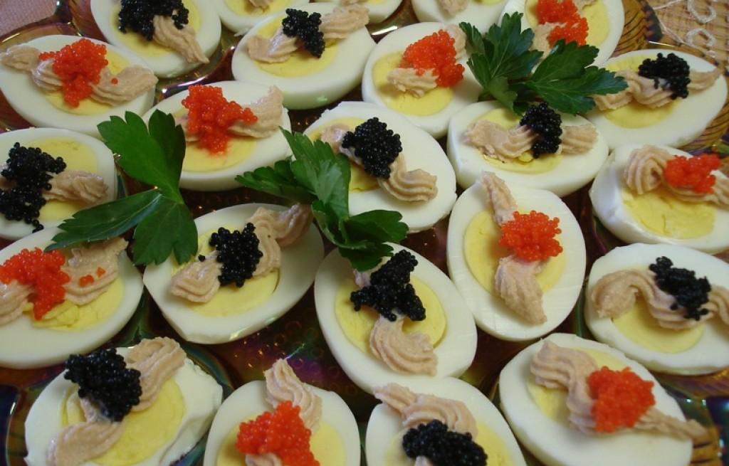 Jajka nadziewane maklerlą, serem i kawiorem