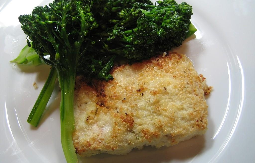 Łosoś  panierowany z brokułem