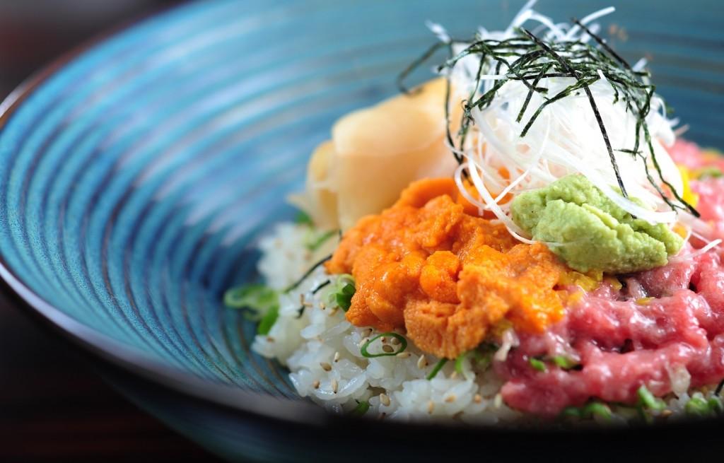 Tatar z ryżem, warzywami i wasabi