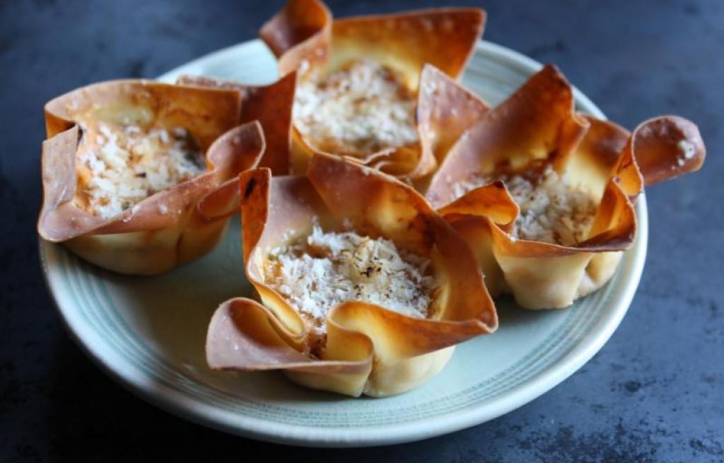 Sakiewki z kasztanami, paluszkami krabowymi i serem