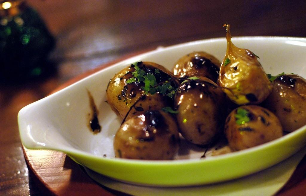 Ziemniaki z cebulą, miodem i czosnkiem