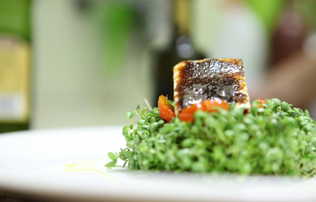 Tofu z makiem, powidłami, pomidorem i tymiankiem