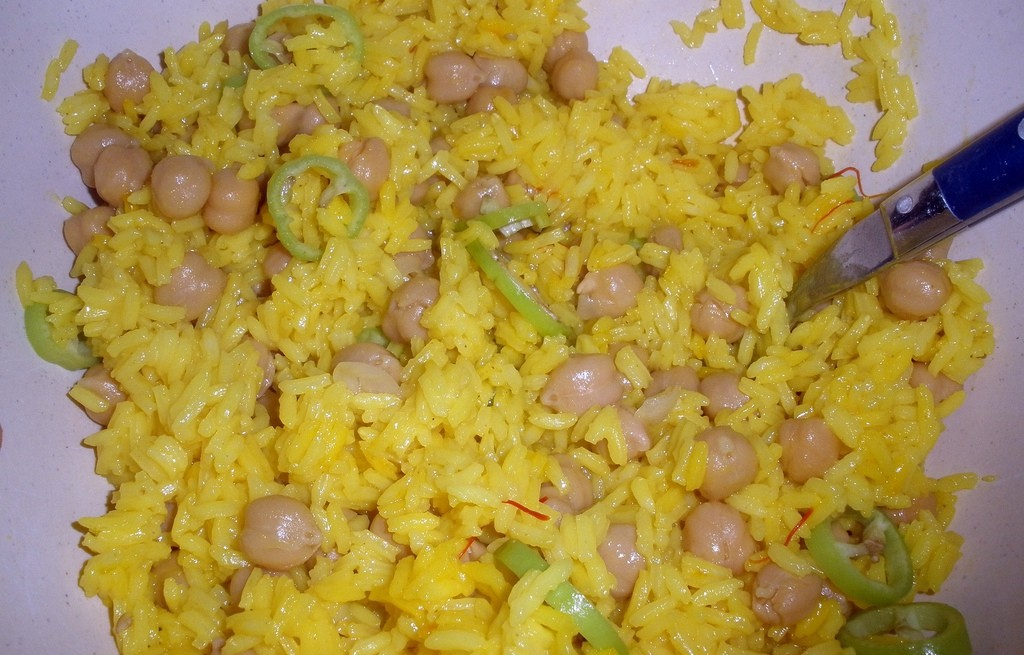 Ryż z cieciorką, kurkumą i chili