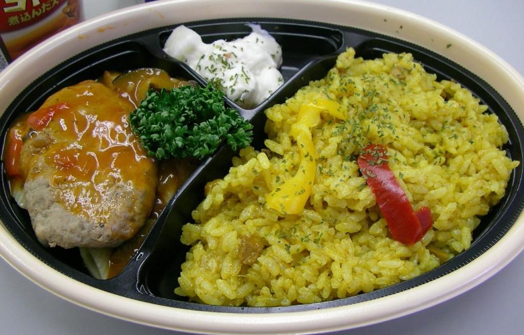 Ryż z pulpetami, sosem chili i warzywami
