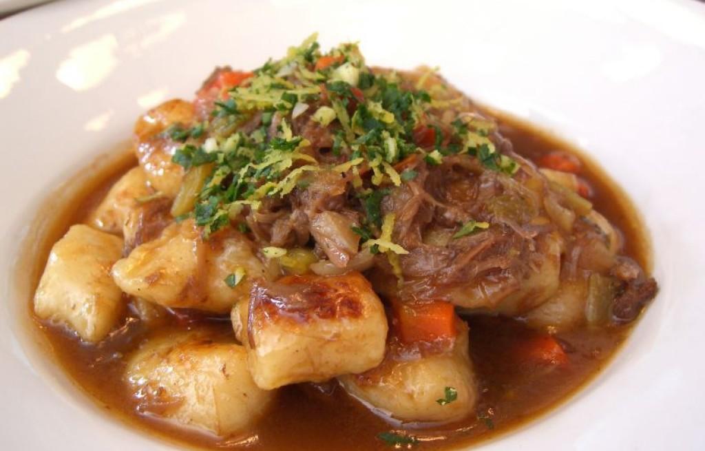 Gnocchi z wołowiną i skórką cytrynową