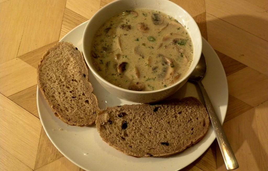 Zupa grzybowa z różnych grzybów