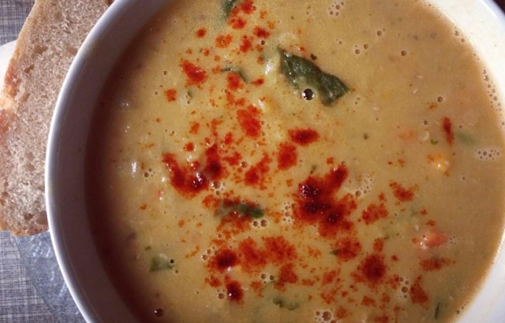 Zupa z soczewicy i ananasa