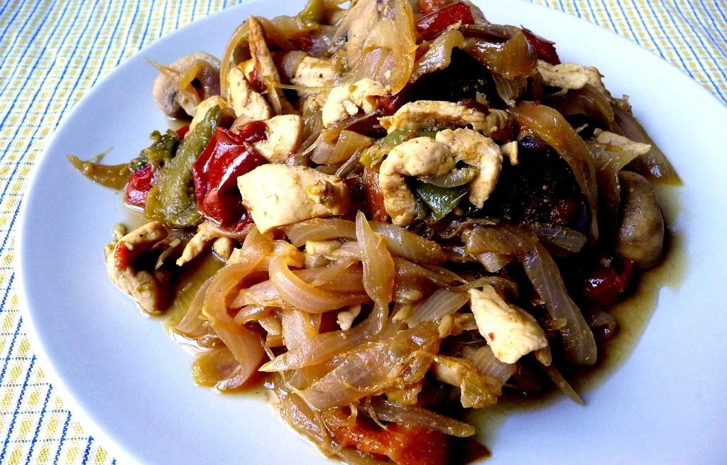 Warzywa z kurczakiem i grzybami w curry