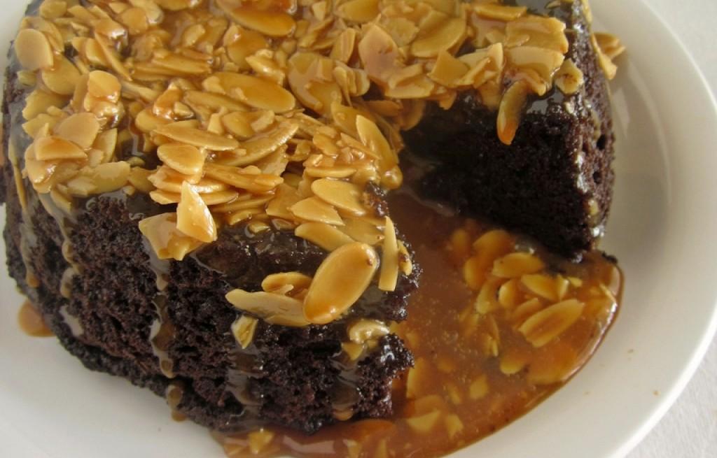 Piernik czekoladowo-migdałowy w karmelu