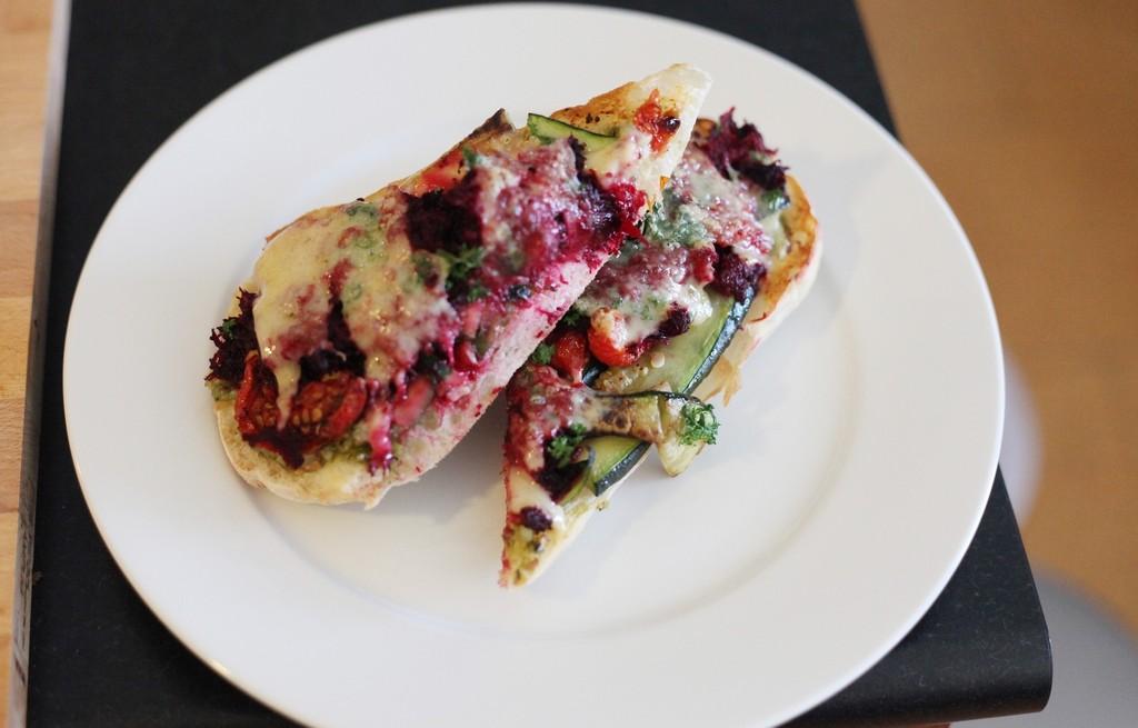 Zapiekanka serowo-warzywna z buraczkami