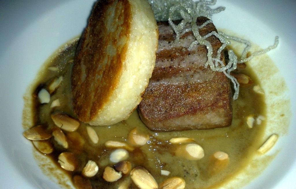Żeberka z kotletem serowo-ziemniaczanym i makaronem ryżowym