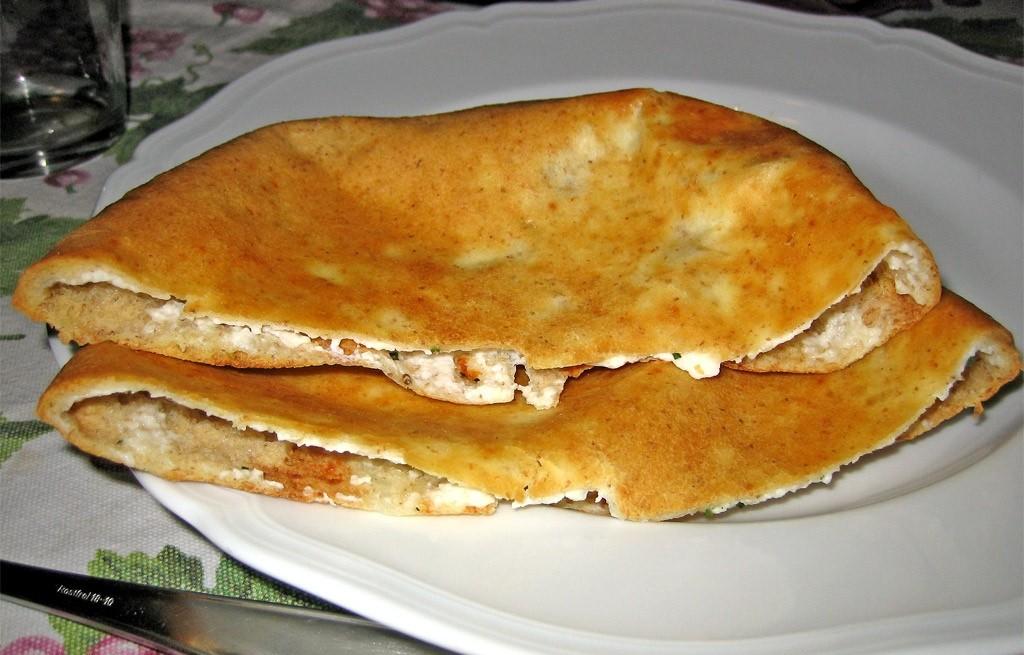 Naan z mozzarellą