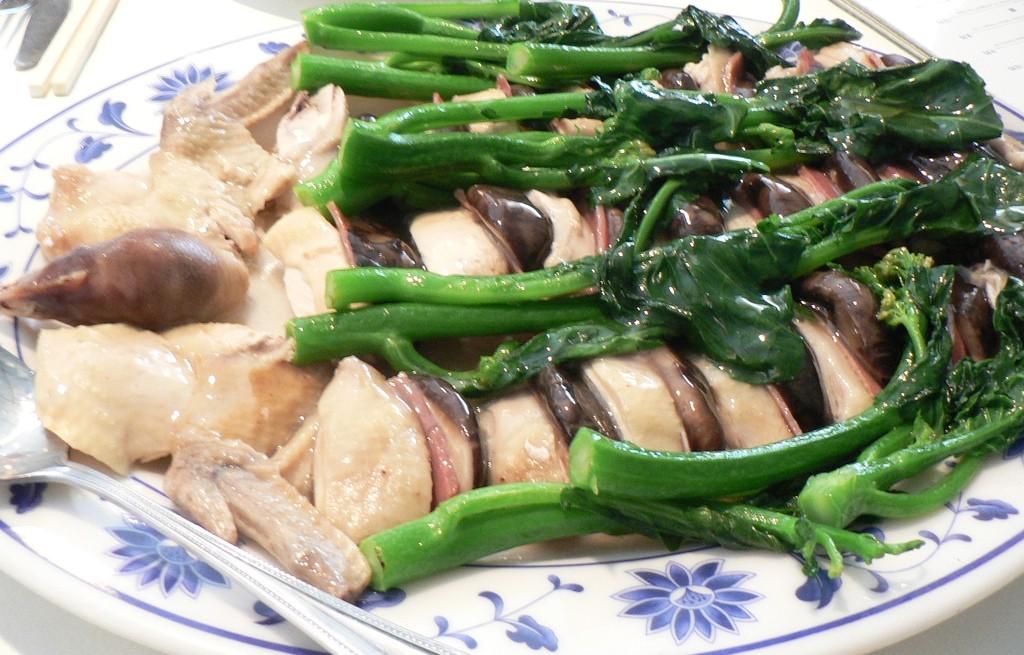 Kurczak z pieczarkami, warzywami i szynką