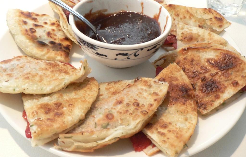 Naleśniki z szynką i sosem śliwkowo-paprykowym
