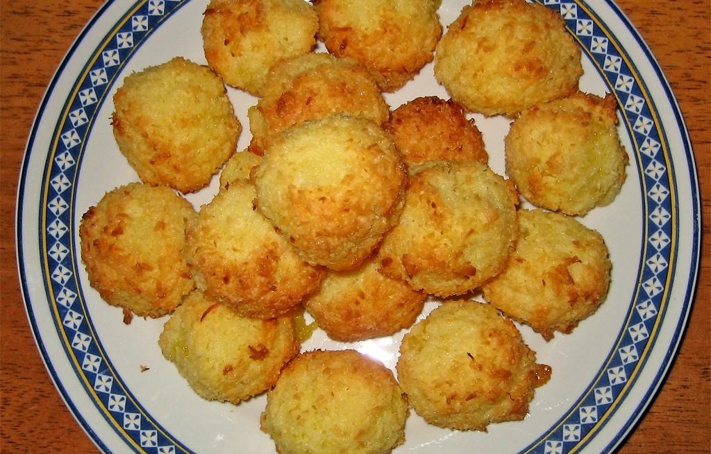 Kulki ryżowo-kokosowe z ananasem