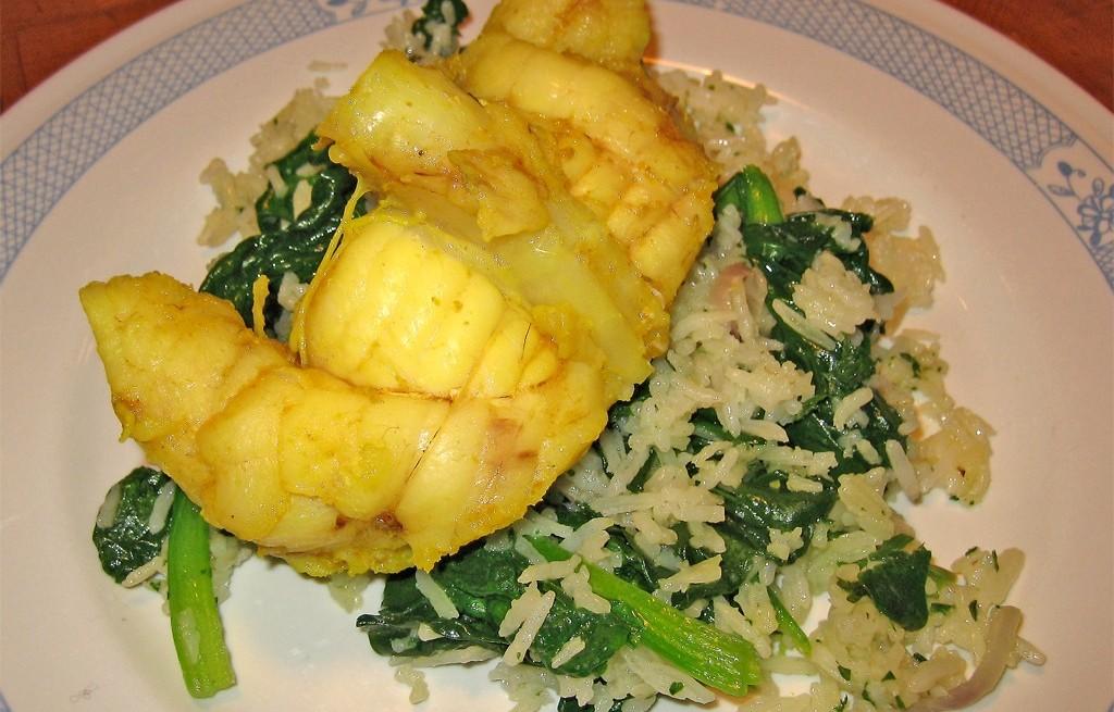 Żabnica w curry z ryżem i szpinakiem