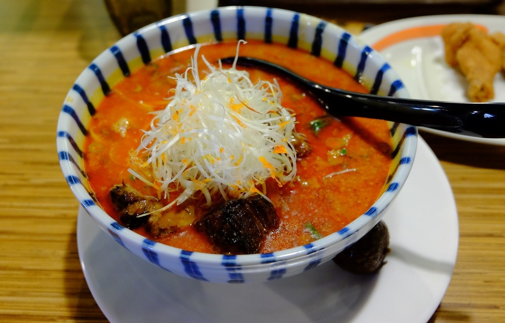 Pomidorówka z rzepą i smażoną wołowiną