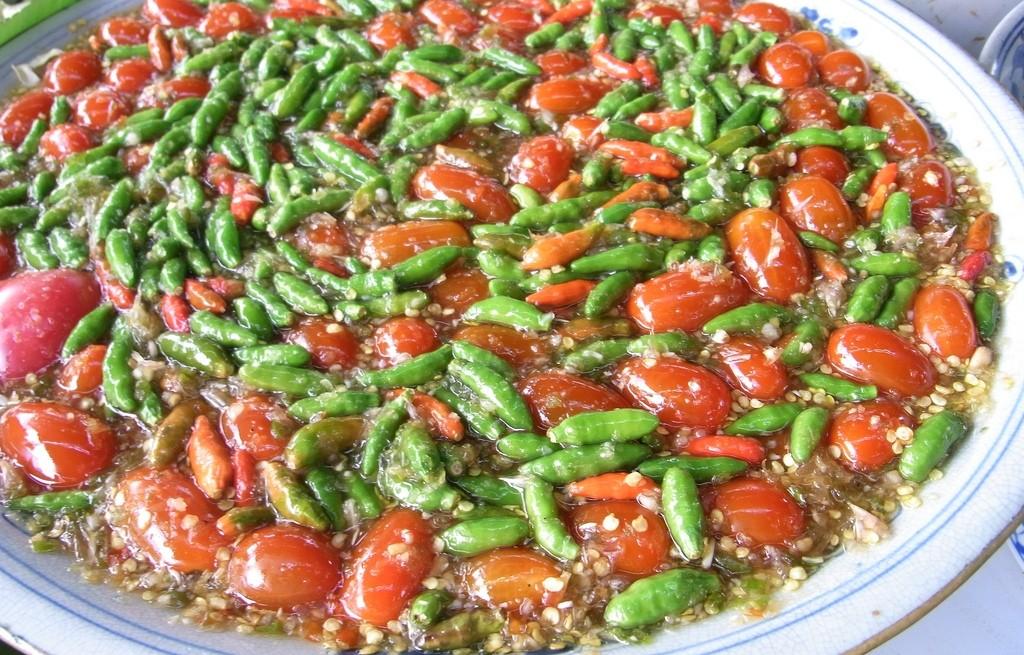 Kuskus w pomidorach z zielonym groszkiem
