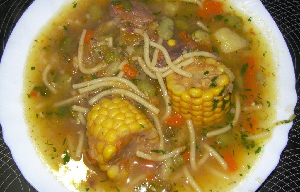 Zupa z kolbami kukurydzy
