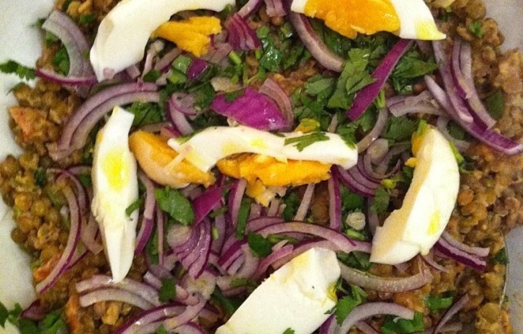 Soczewica smażona z bułką tartą, cebulą i jajkami