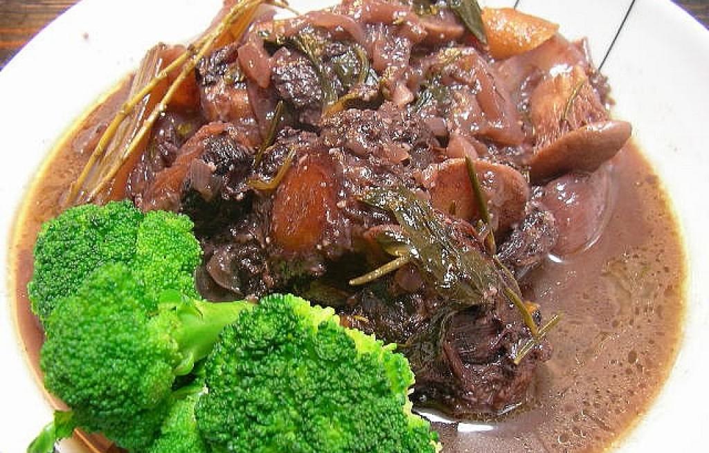 Zupa ogonowa z brokulem i botwinką